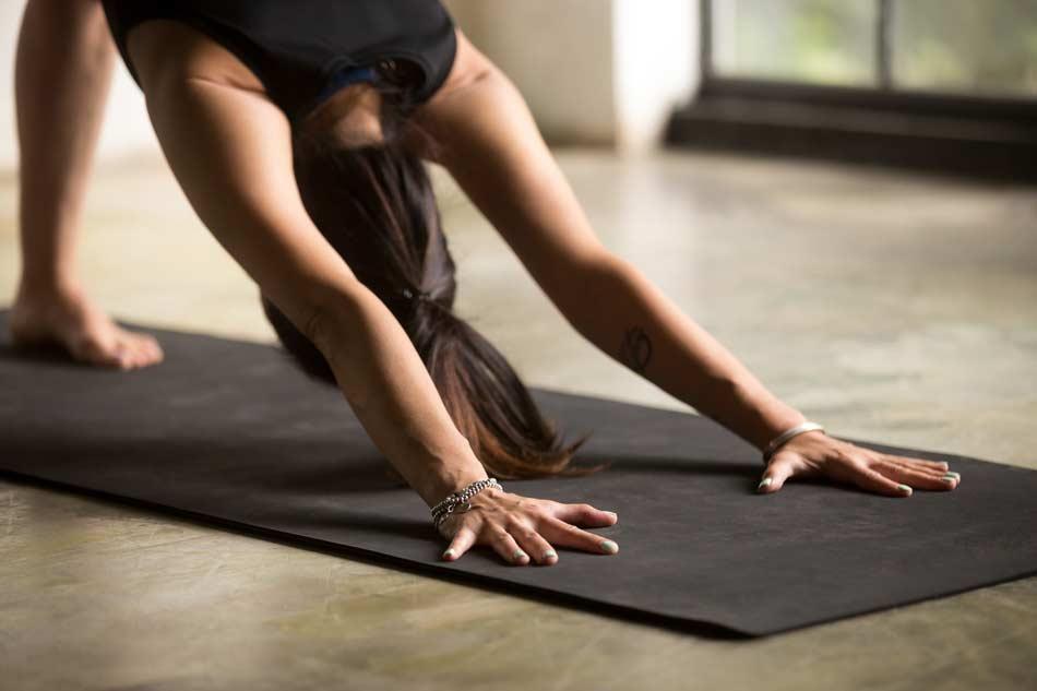 Pause yoga Bordeaux - Posture du chien tête en bas